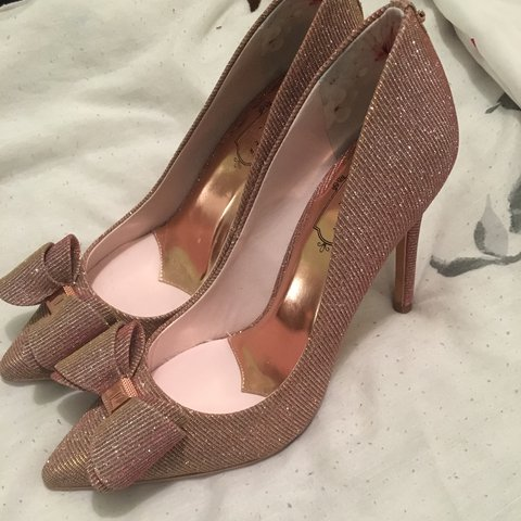 9c8cf29bb51 Ted Baker Azeline rose gold bow detail heels size 3