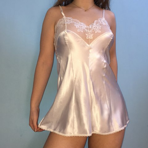 8976b8defb4 Absolutely lush and super sexy snowy white vintage satin Has - Depop