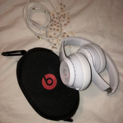 63834fd1274 @palomaruedaa. 5 months ago. Ardsley, United States. Brand new Beats by Dr.  Dre - Solo3 Wireless Headphones in white ...