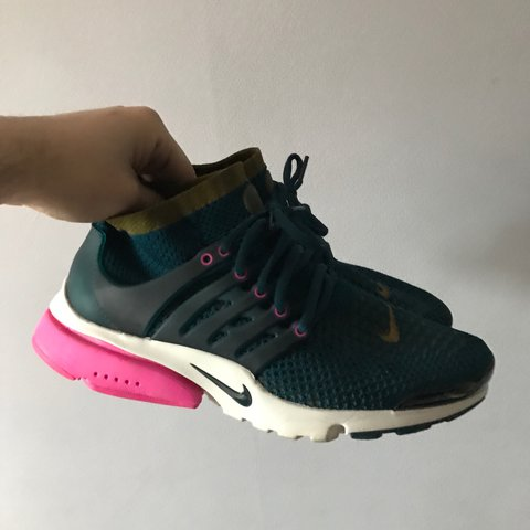 07b76eaeb575 Nike Flyknit presto very lightly worn nipples all still on a - Depop
