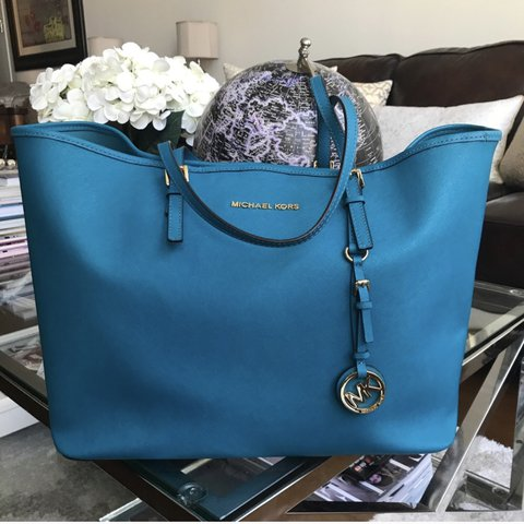 4a0eacd69b1dbb @itzlina4890. last year. New York, United States. Michael Kors Jet Set  Saffiano Leather Tote