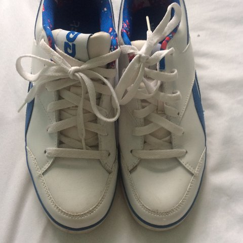 812592edc16ca White and blue striped size 6 Reebok trainers. Worn but in a - Depop