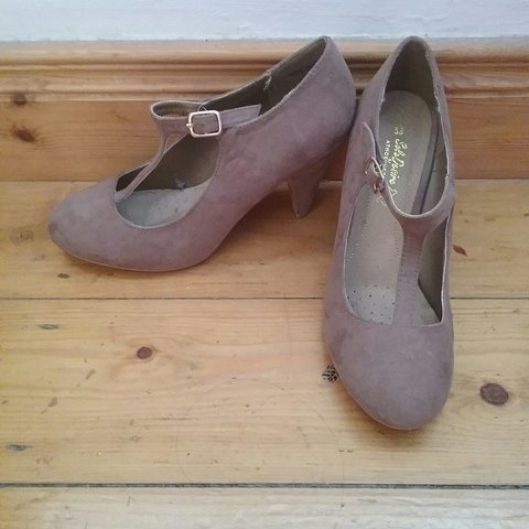 fab57a524bf Tan low heeled shoes