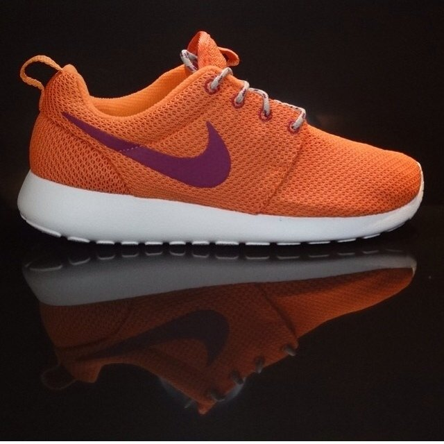 cheap for discount 869c4 6ee0d  dontbareyoursole. 5 years ago. London, UK. Nike WMNS Roshe Run ...