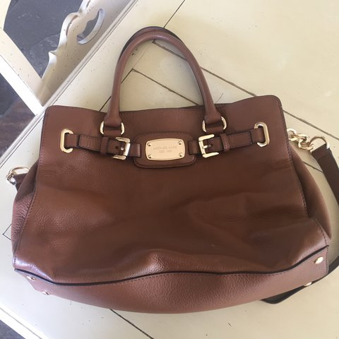 0b5e9e823c13 @anamoaksom. last year. Cowbridge, United Kingdom. Genuine Michael Kors bags.  Only used a couple of times and still ...