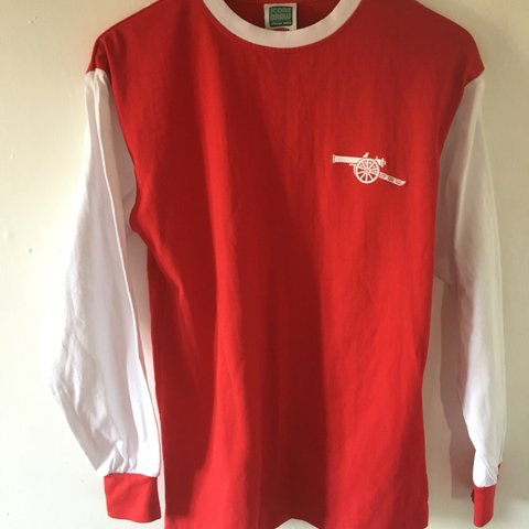 7ab4fa7a485 Arsenal vintage 1970s long sleeved top Football red and t - Depop