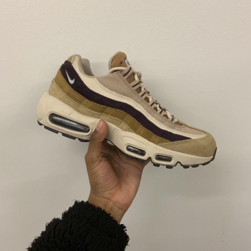 best service 1ff60 3f1b1 Nike Air Max 95 Premium - UK6 Desert/Royal... - Depop