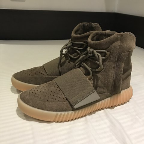 e21a035ea Yeezy 750 Chocolate worn around 5 times imo 8 10 condition - Depop
