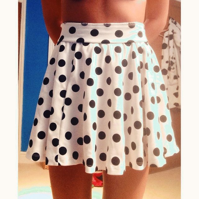 1378a9b771 White and black polka dot Skater Skirt from H&M. Size 8, to - Depop