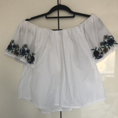 6258f78f078 TOPSHOP BARDOT OFF THE SHOULDER WHITE FLOWER EMBROIDERED UK - Depop