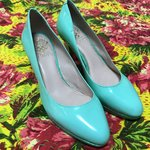1851a2bec562 ITALIAN LEATHER SLINGBACK KITTEN HEELS WITH TASSLE Worn but - Depop