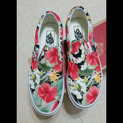 783500765a Vans Classic Slip-On Digi Aloha Black True White • Mens 7 • - Depop