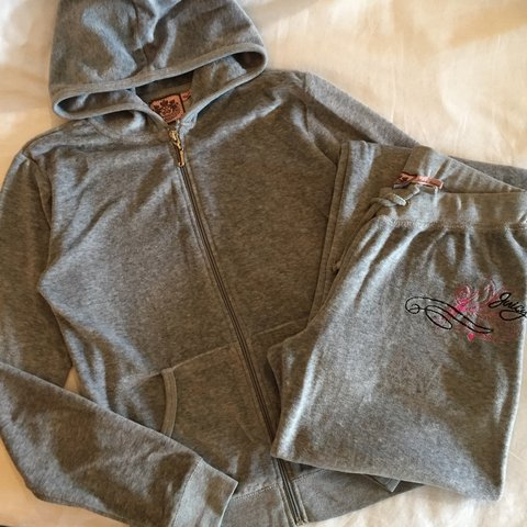 421c911d577e6 @brookestevie. 4 years ago. Loughton, Essex, UK. Authentic Juicy Couture  grey tracksuit, size small.