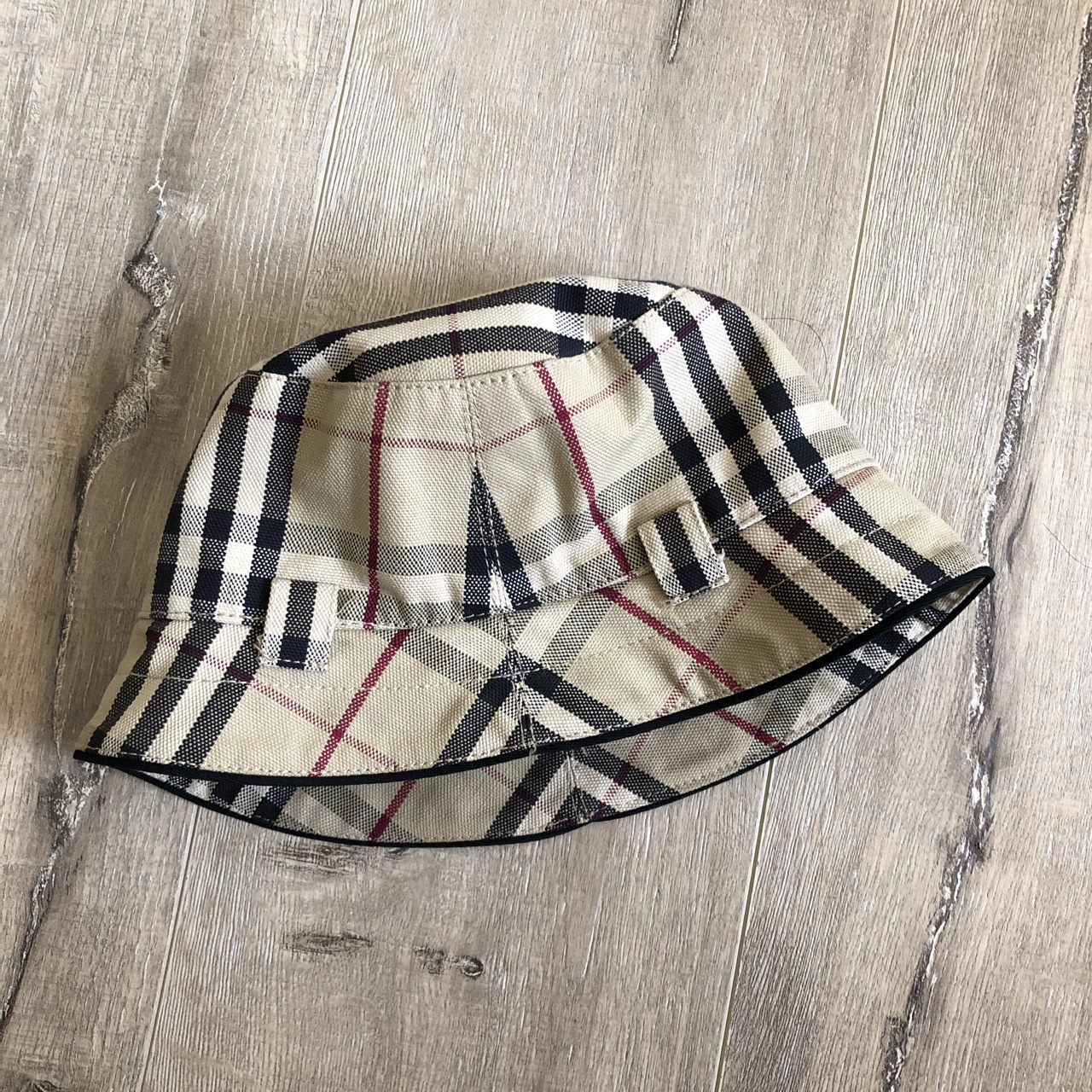 720f353f0 BURBERRY NOVA CHECK BUCKET HAT 🔥 10/10 Supreme new... - Depop