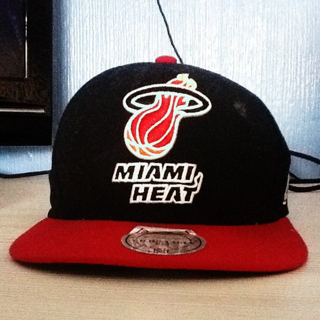 18b71e8546ba4 Mitchell and ness NBA Miami heat SnapBack brought for £20 - - Depop