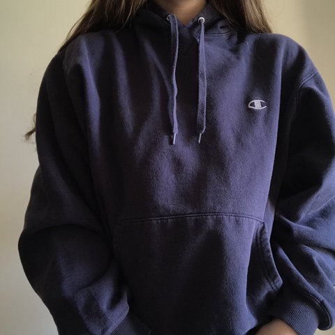1805c893d vintage champion navy blue hoodie. some wear to it