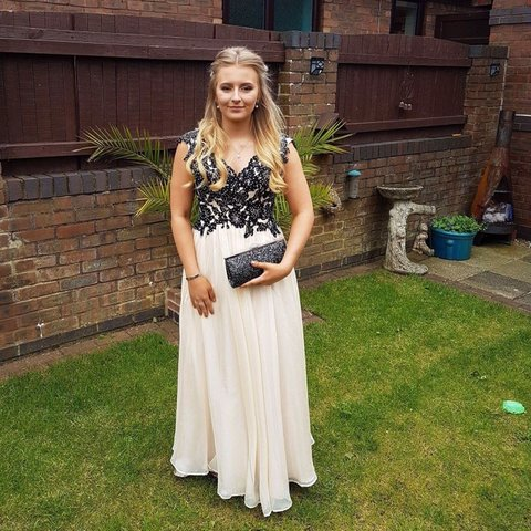bb5376fed70 Selling my gorgeous prom dress! Worn in 2017 and just been I - Depop