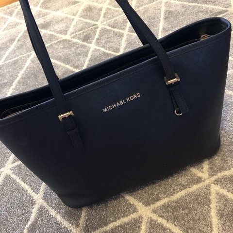 7dde9eae6834 @sophiewilliams_. 10 months ago. Falkirk, United Kingdom. Genuine black  small Michael Kors tote bag - hardly used/immaculate condition.