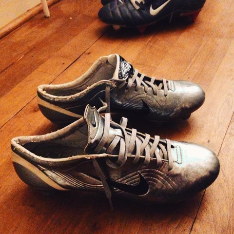 ce597acc5 @jackw111. 3 months ago. Priory Rd, Dunstable LU5 4HR, UK. Nike mercurial  vapors in silver,size uk 10.boots are in good condition SG.old school ...