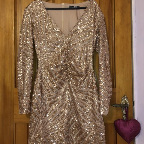 326810a06136ac selling this gorgeous rose gold sequin mini dress i wore for - Depop