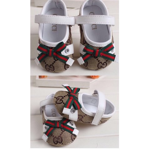 f9d5947f0e14 baby gucci shoes 3 6 months - size 2 approx worn a couple - Depop