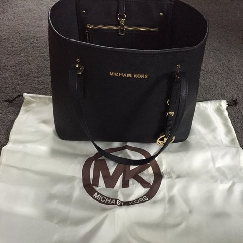 f737147d3b @sazzabee. 3 years ago. Glasgow, Glasgow City, UK. Selling my genuine Michael  Kors handbag in really good condition.still have the dust bag which has  never ...