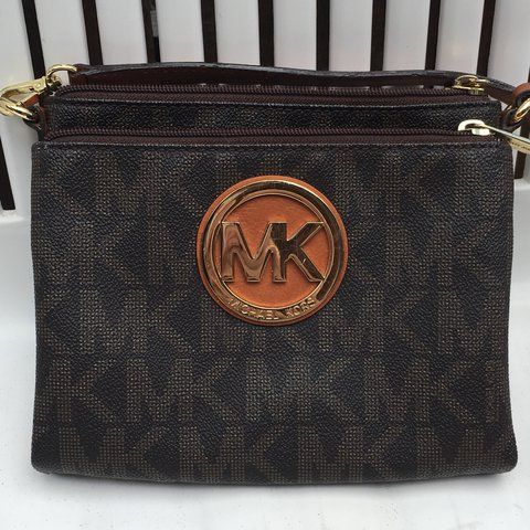 20106a0ac0b8 @yeah_ok. 10 months ago. Oceanside, United States. MICHAEL KORS SMALL  CROSSBODY BAG