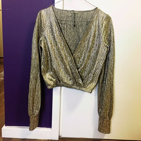 6e63dccc408b72 Gorgeous golden shiny top from Zara In perfect for nye - Depop