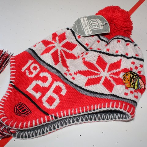4b95643e1 CHiCAGO BLACKHAWKS BEANiE · brand new w/ tags · officially - Depop