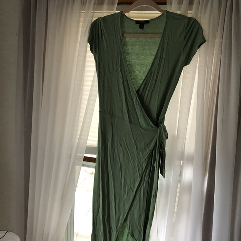 bfe6e51f4b Green wrap dress from forever 21