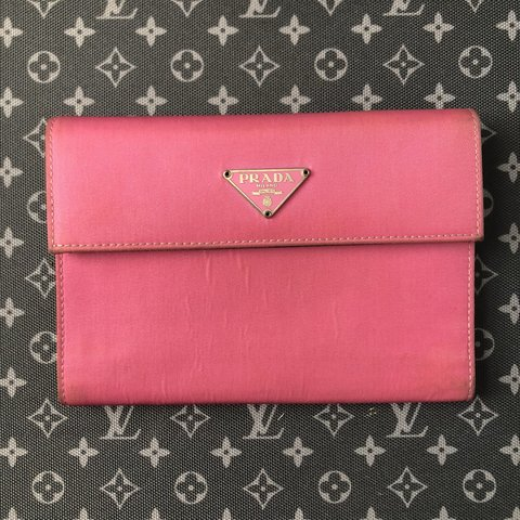 71bd3ab66c19 @sxphivvv. 2 months ago. New York, United States. PRADA LARGE WALLET/SMALL  CLUTCH 100% AUTHENTIC Vintage Pink Prada Wallet