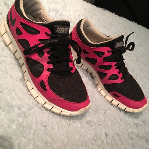 2d51d5dae218e Selling these pink and black Nike free run 2 trainers. They - Depop