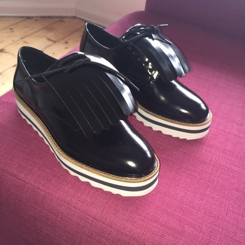 bf2f25e8f61b ZARA black smart platform shoes. Size 3. New!!!!!!!💓💚 - Depop