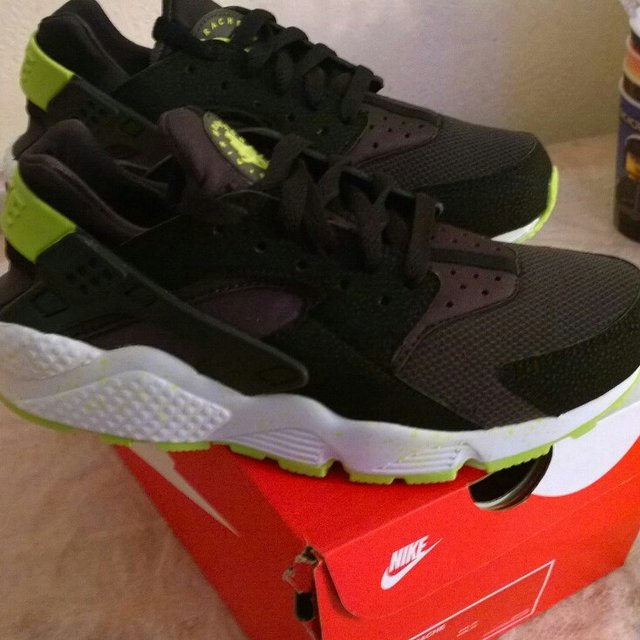 06ab920f9b6e3  janmikhael. 5 years ago. Nike huaraches venom green UK size 6. Brand new  ...