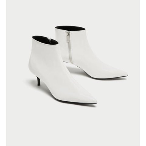 f845014c1921 Zara white kitten heel ankle boots RRP £25.99 Sold out! - Depop