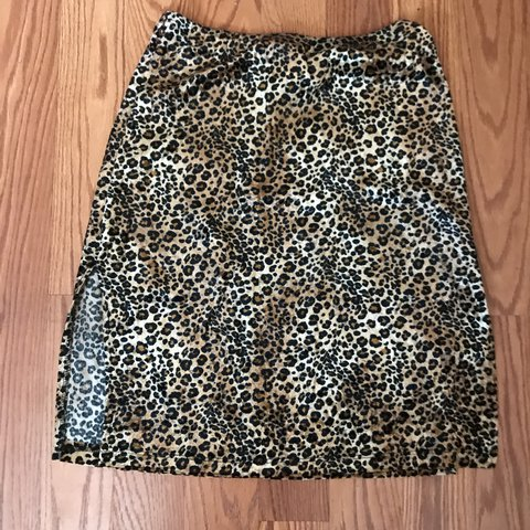 76d99ff70 Super cute 90s high wasted cheetah skirt with a sexy little - Depop