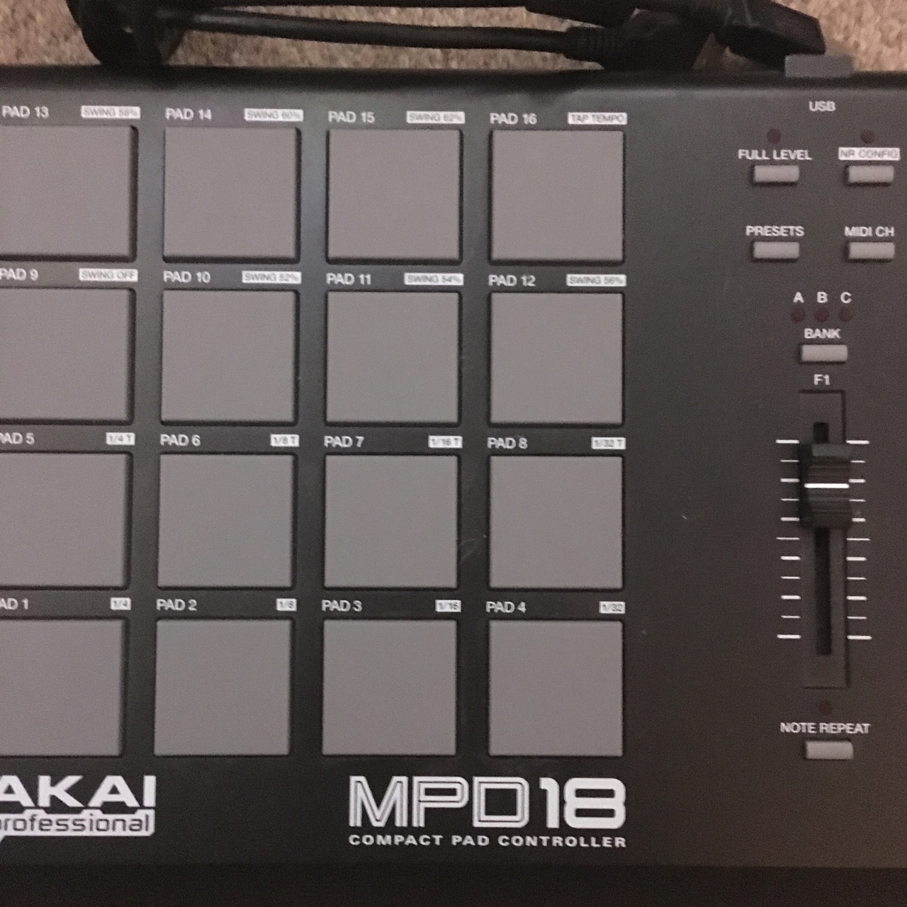 AKAI MPD18 Compact pad controller  Comes with USB    - Depop