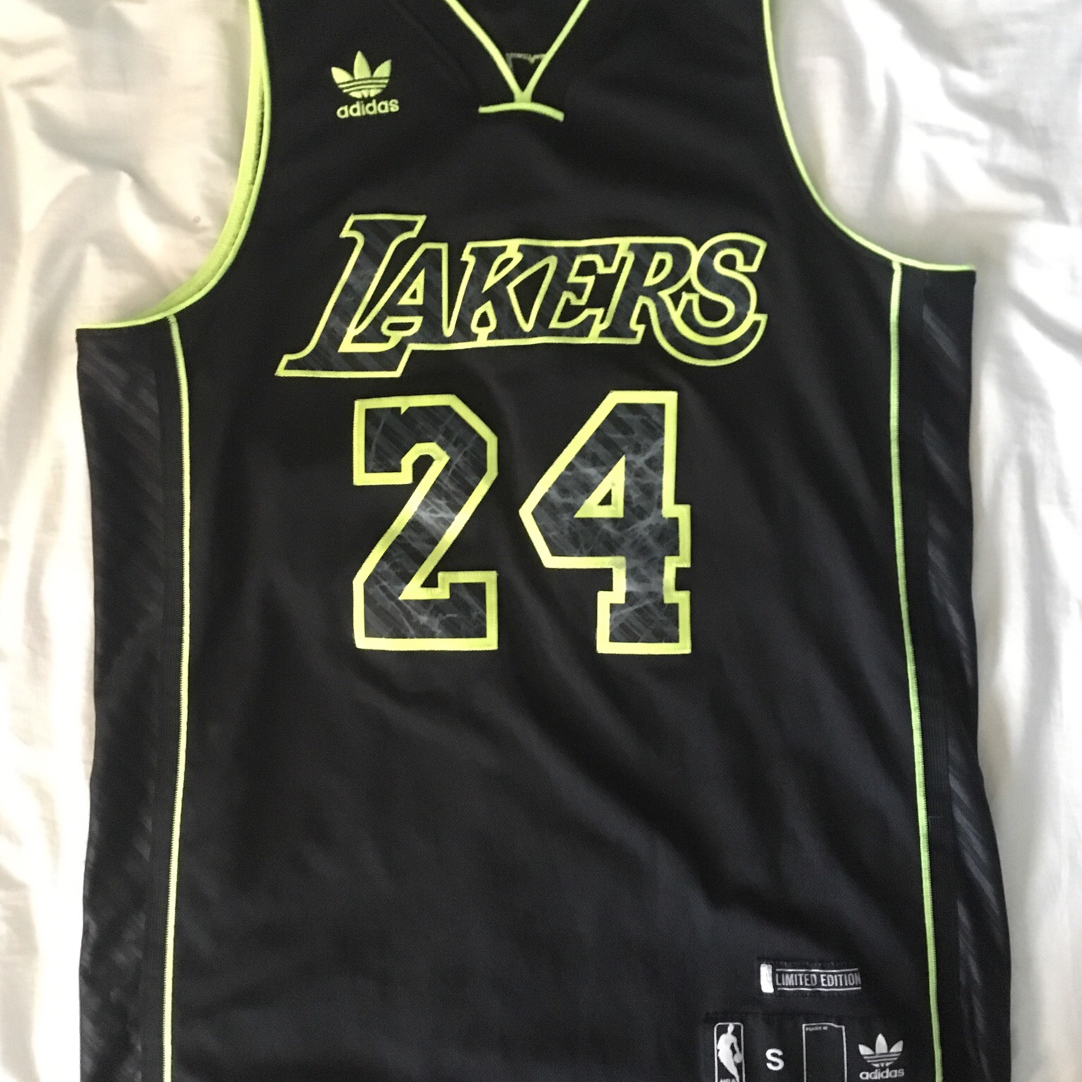 free shipping eb1b0 95c12 Kobe Bryant Volt away jersey Size S fits MED Cond... - Depop
