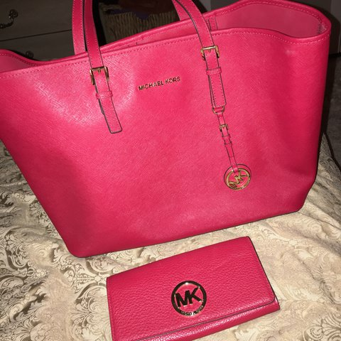 0c0ad8453d6407 @dominiquehite. 2 years ago. Rancho Cordova, United States. Large Michael  Kors purse and matching wallet. Brand new #michaelkors #mk