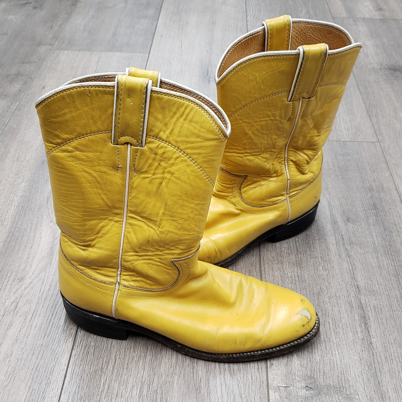 77713286164 Vintage Justin yellow cowboy western boots 9 ON... - Depop