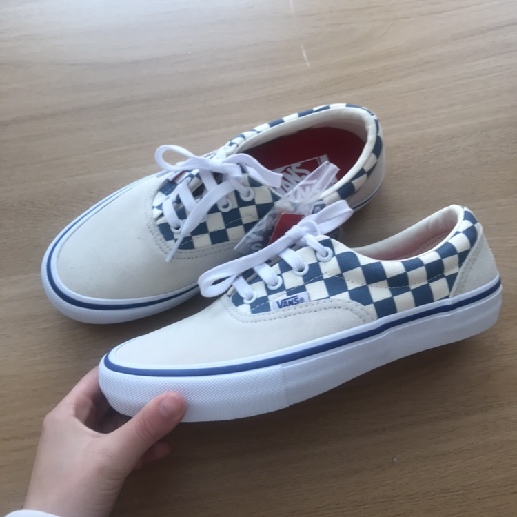 REDUCED Brand New with extra Laces Vans Old Skool