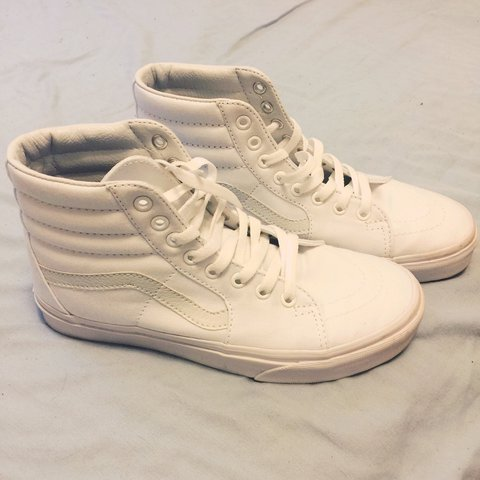 a8cc96b1f197 Men s 7 • Women s 8.5 • white Vans • hi-tops • I love these - Depop