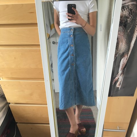6dac5daca82b8 Zara denim midi-skirt with buttons down the front
