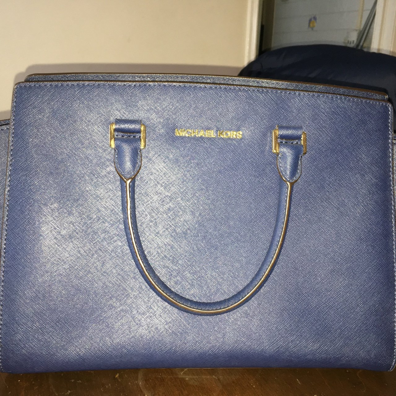 8c2bab189250 AUTHENTIC Michael Kors Navy bag. Used a handful of times but - Depop