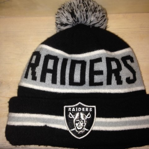 7289210a104912 Authentic new era NFL (vintage style) Oakland raiders Barely - Depop