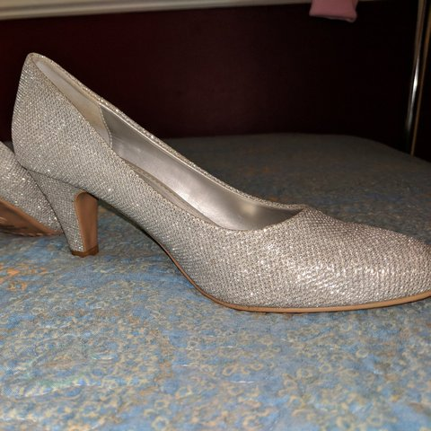 ab839968c296c @gissellias. 26 days ago. Chicago, Cook County, United States. Silver  glitter kitten heel shoes. Worn just once ...