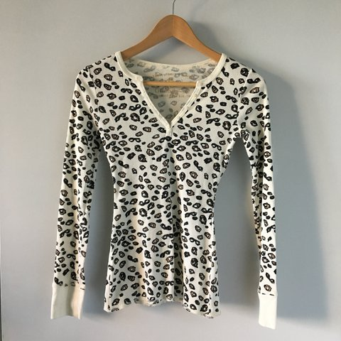 6bf4b5819b Guess Leopard print waffle long sleeve top. V neck