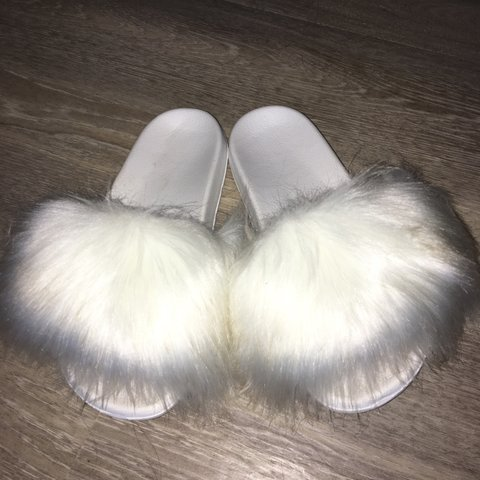 2d75c22ab52d White custom made fuzzy slippers - Depop