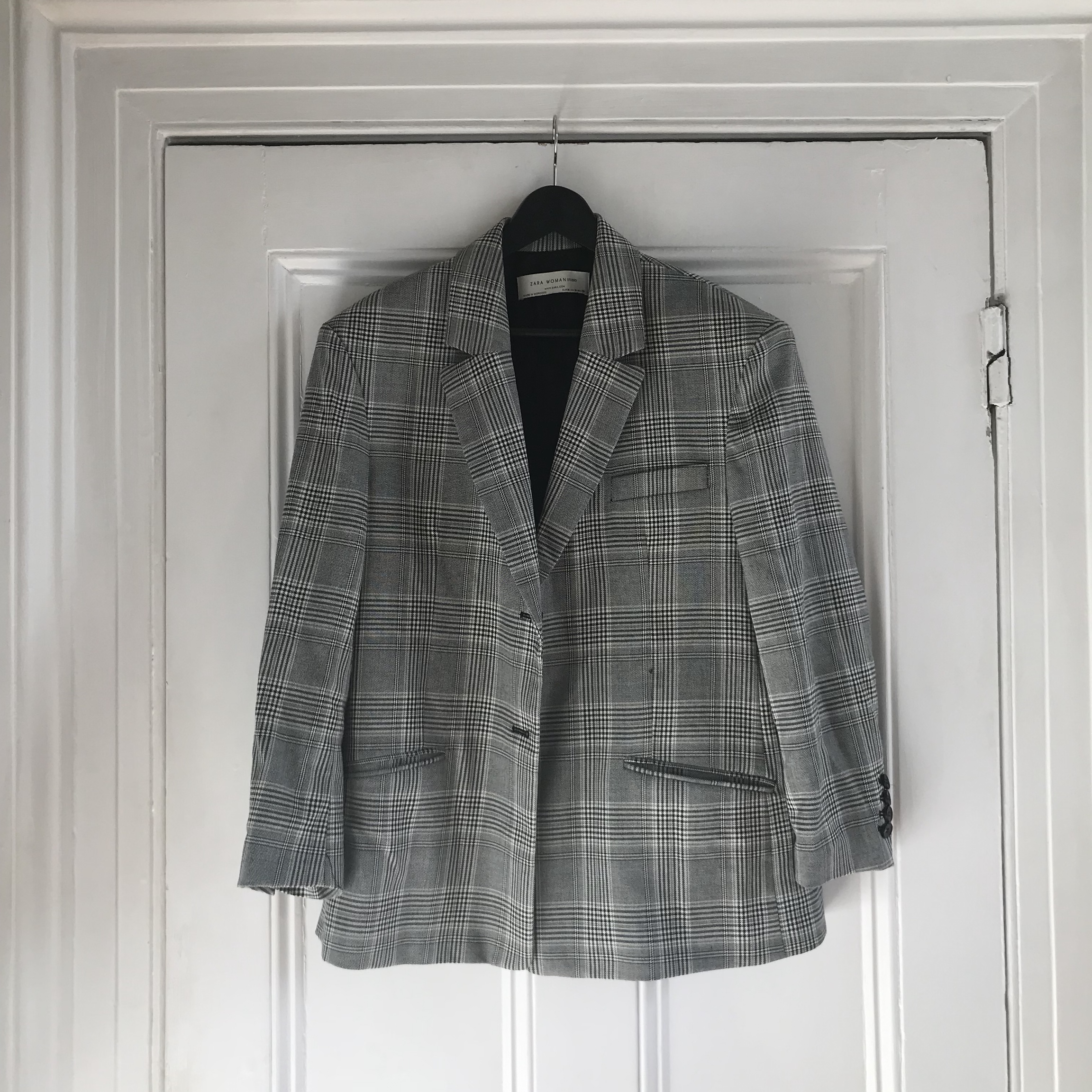 9b208221 Zara oversized check blazer (sold out everywhere),... - Depop