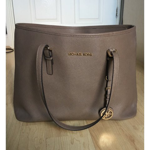 4dcb5b928a70 @channonrostron. 10 months ago. Bristol, United Kingdom. Genuine Michael  Kors bag ...